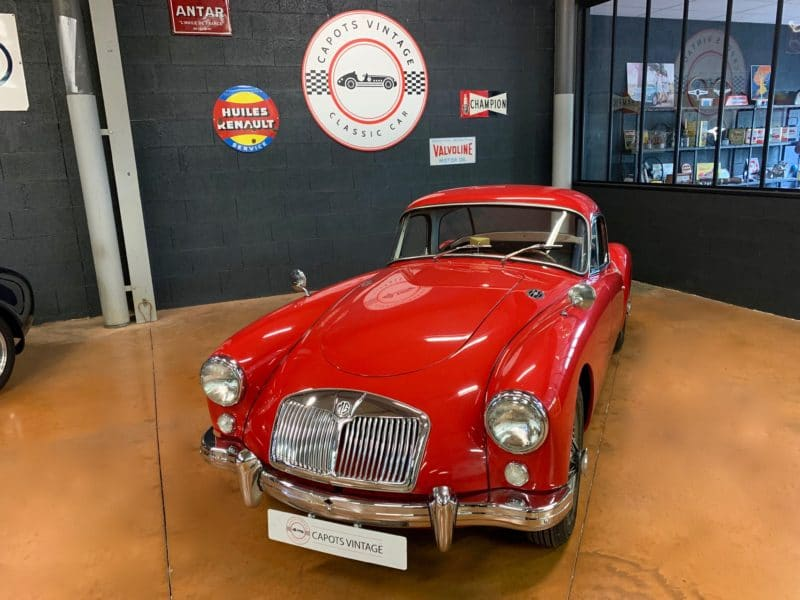 MGA Coupe Red – Avant